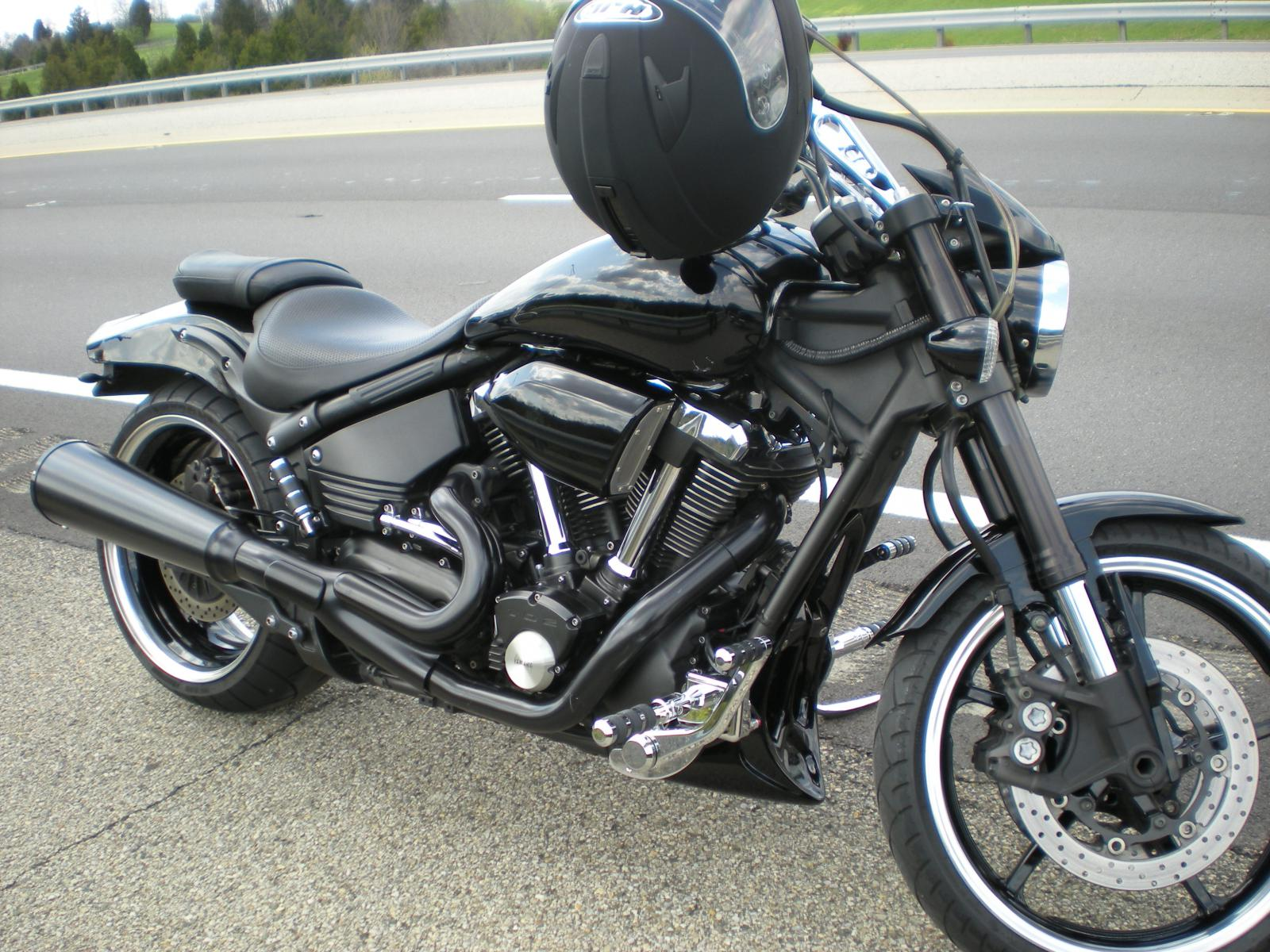 Click image for larger version  Name:Pulled over for a Harley.jpg Views:427 Size:303.4 KB ID:2366